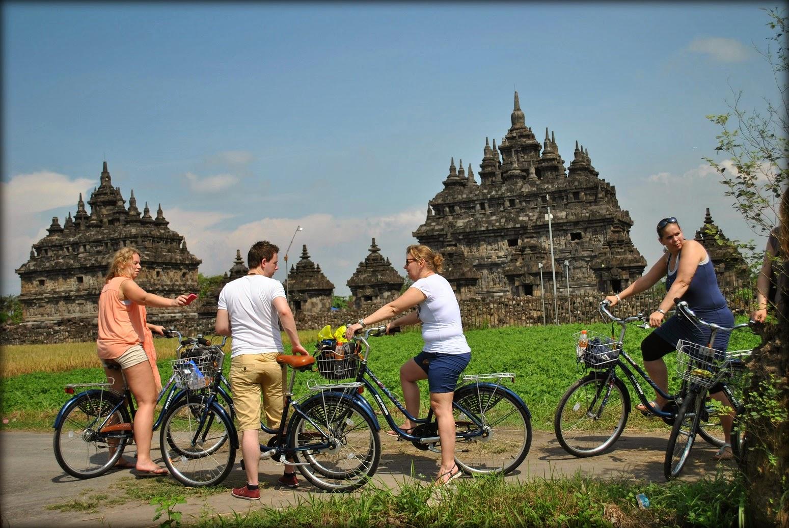 Borobudur-countryside-cycling-tours
