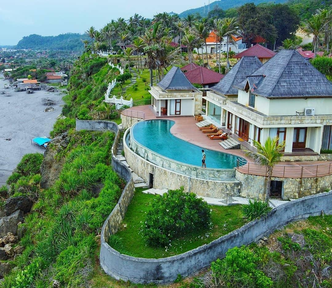 Queen Of The South Resort, Hotel Romantis di Parangtritis