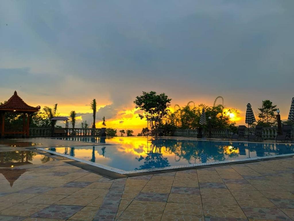 Pool Sunset D'Kaliurang Resort